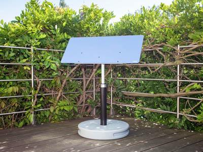 réflecteur de lumière naturelle espaciel jardin, installation avec pied gris
