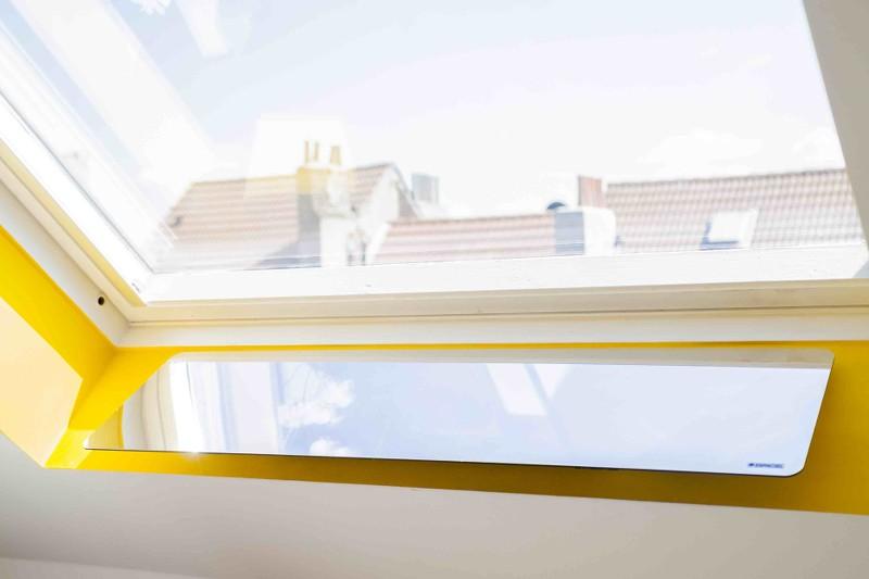 R flecteur int rieur de lumi re installer derri re la for Installation fenetre de toit