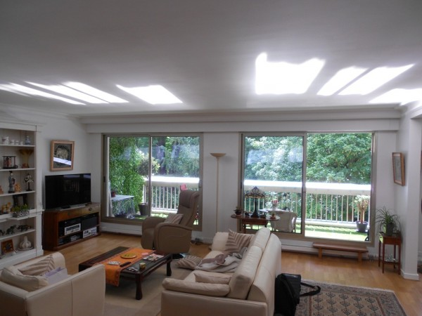 balcon casquette apporter plus de lumi re naturelle chez soi. Black Bedroom Furniture Sets. Home Design Ideas