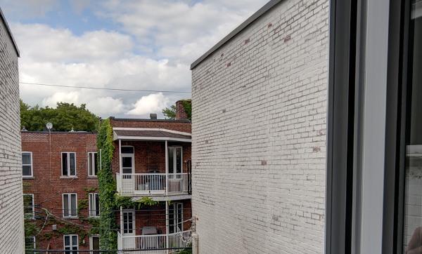ville-canada-vu-exterieur-appartement-manque-de-lumiere-dans-habitation-solution-espaciel-exposition-appartement au nord