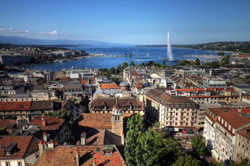 ville-suisse-geneve-soleil-ciel-bleu-espaciel-installe-des-reflecteurs-de-lumiere-dans-le-pays-pour-illuminer-une-habitation