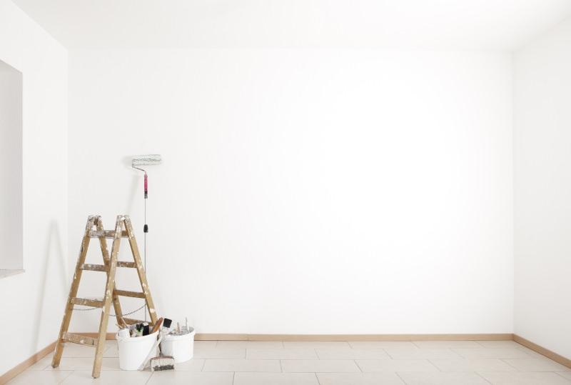 mur-blanc-couleur-peinture claire-interieur-lumineux-clair-eclairci-la-pièce-bien-etre-vitalité