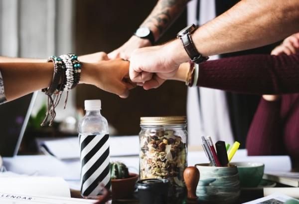 espaciel-unsplash-esat-partenaire-collaboration
