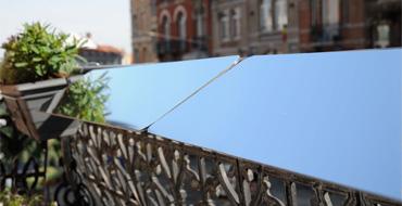 Placez un réflecteur de lumière sur le balcon devant la fenêtre… et profitez immédiatement de plus de clarté chez vous